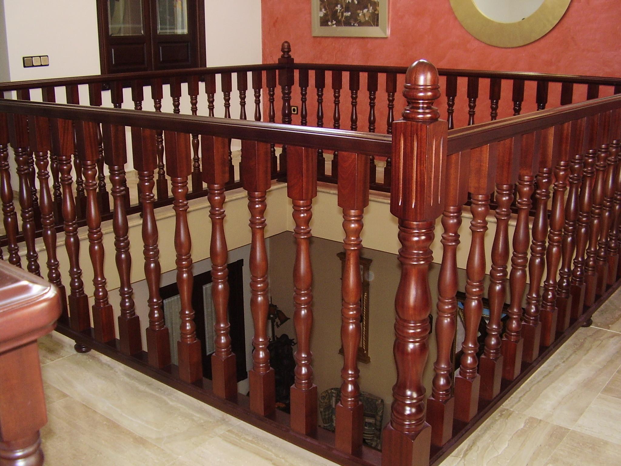 Baranda de escalera torneados y carpinter atorneados y carpinter a - Barandas de madera para escaleras ...